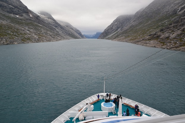 Cruise vessel, ice infected waters, Greenland, Polar Code course